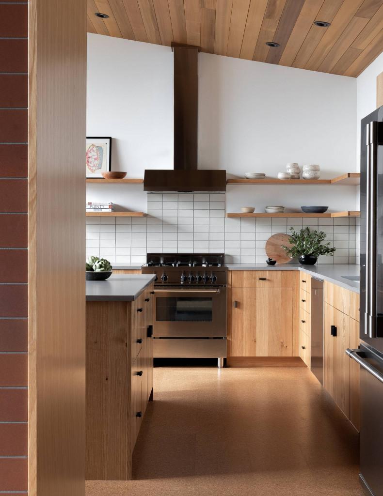 Điểm nhấn của chất liệu gỗ tự nhiên không hề mang đến vẻ thô sơ mà trái lại vô cùng hiện đại, tinh tế