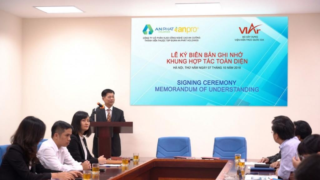 Ông Mai Văn Đông - Đại diện Công ty CP VLXD Công nghệ cao An Cường phát biểu tại buổi lễ
