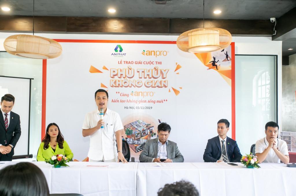 Ông Lê Việt Hà - Trưởng ban giám khảo phát biểu tổng kết cuộc thi