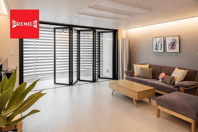 Cửa đi tại Premier Door có thiết kế mở rộng tầm nhìn, tạo không gian thông thoáng