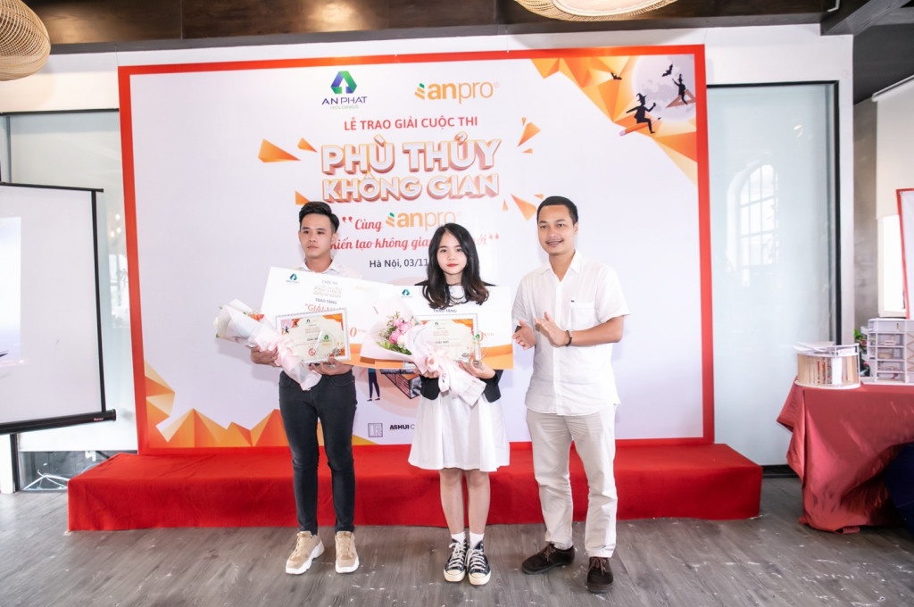 Hai giải nhì được trao cho Lê Quốc Nhật Đăng và Lê Phương Linh