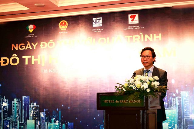 Thứ trưởng Bộ Xây dựng Nguyễn Đình Toàn phát biểu khai mạc tọa đàm