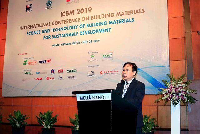 Thứ trưởng Bộ Xây dựng Nguyễn Văn Sinh phát biểu khai mạc Hội nghị