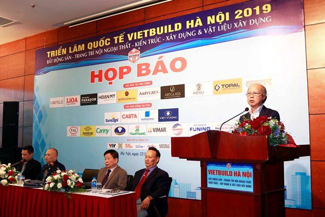 Ông Nguyễn Trần Nam - Trưởng Ban tổ chức Triển lãm phát biểu tại buổi họp báo