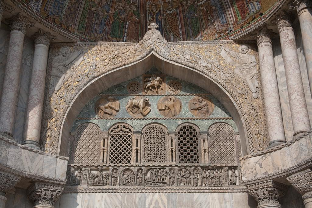 """Porta San' Alippio,""  nửa đầu thế kỷ 13, Venice, Italy"