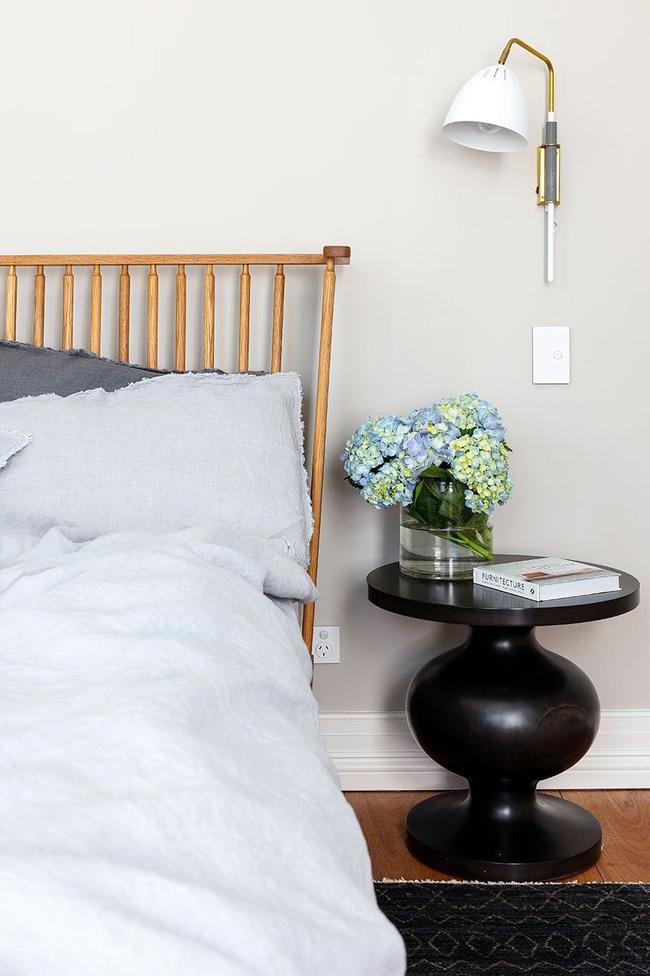 Tại sao trong phòng ngủ của bạn nên trang trí hoa cẩm tú cầu? Vì chúng đem đến sự bổ sung không quá diêm dúa lại cực phù hợp.