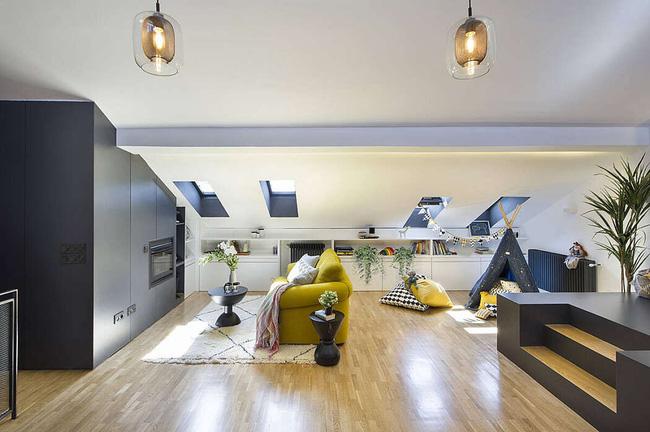 Không gian phòng khách sống động, liền kề là khu vui chơi, giải trí ở tầng gác mái