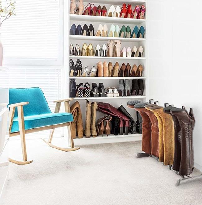 Cách lưu trữ, sắp xếp những đôi bốt, giày… đáng học tập giúp không gian gọn gàng, đồng thời tiết kiệm không gian lưu trữ.