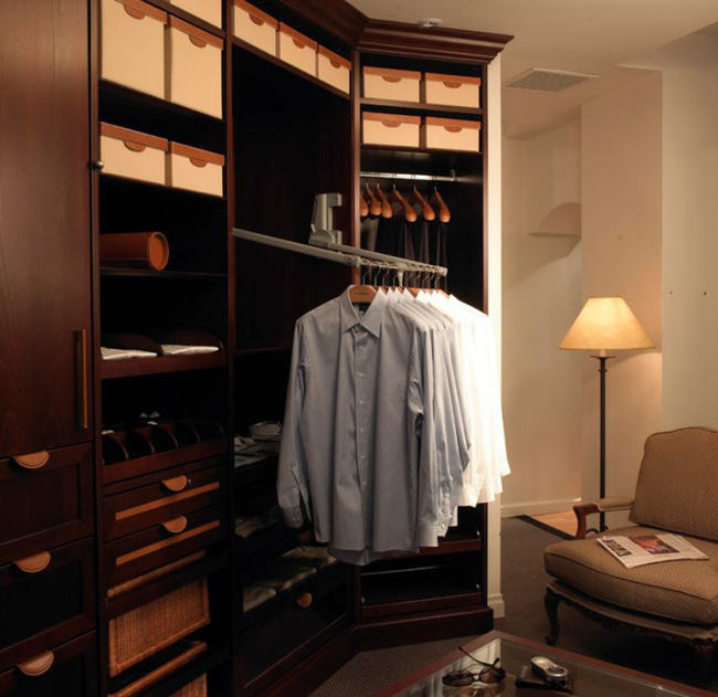 Hệ thống nhỏ thông minh này cho phép bạn đặt giá treo quần áo như bạn muốn trong khi vẫn có thể tiếp cận chúng một cách thoải mái.
