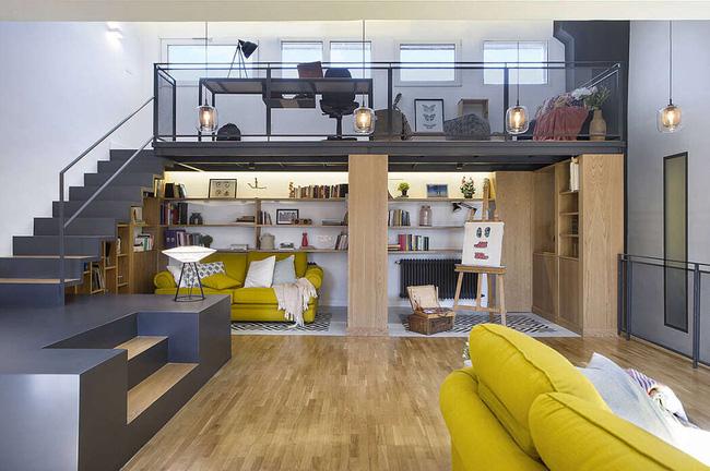 Phân chia khu vực hợp lý, từ cầu thang lên xuống, chủ nhà còn có thêm không gian làm việc tại nhà, trong khi bên dưới sắp xếp nơi học tập, vẽ tranh...