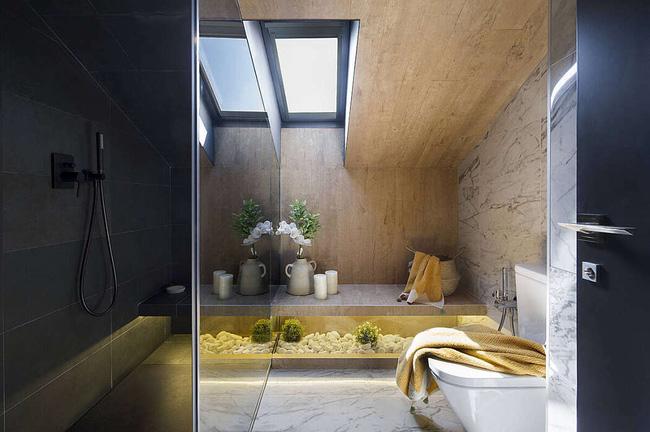 Khu vực phòng tắm hiện đại như ở spa