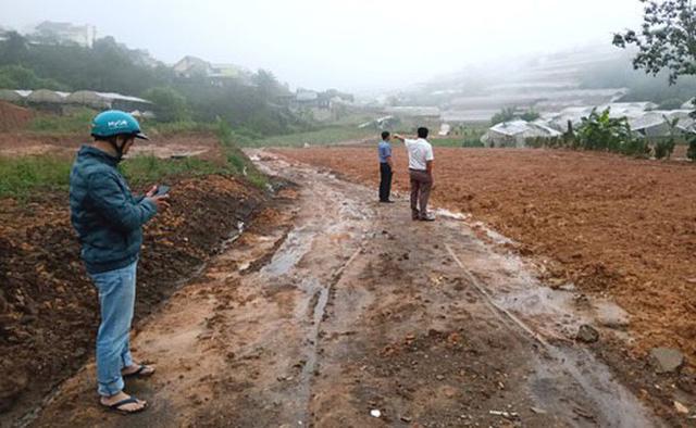 Một khu đất nông nghiệp ở TP Đà Lạt đang được san lấp để bán đất nền