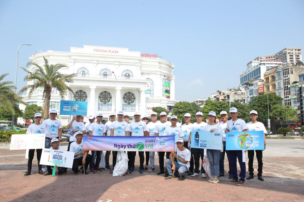 Cán bộ công nhân viên CPC tham gia nhặt rác, chung tay bảo vệ môi trường  tại thành phố Hạ Long, tỉnh Quảng Ninh
