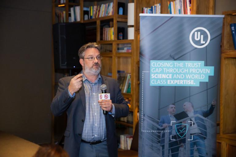 Ông Josh Jacobs, Giám đốc Bộ Luật & Tiêu chuẩn Môi trường, Bộ Phận Môi trường & Bền vững UL chia sẻ chiến lược và kinh nghiệm triển khai chứng nhận công trình tốt cho sức khoẻ trên thế giới