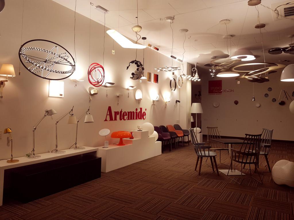 Không gian trưng bày sản phẩm đèn trang trí nội thất