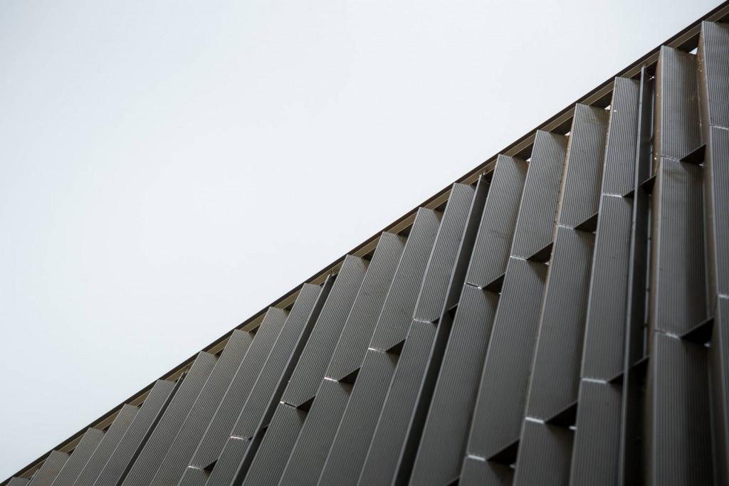 Lớp lam chắn là một giải pháp thiết kế mặt tiền tối ưu cho những công trình muốn giữ được sự riêng tư
