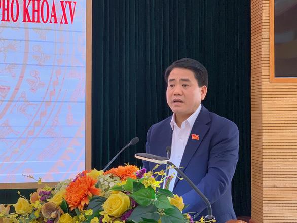 Chủ tịch UBND TP Hà Nội Nguyễn Đức Chung tiếp xúc cử tri chiều 6-12 - Ảnh: XUÂN LONG