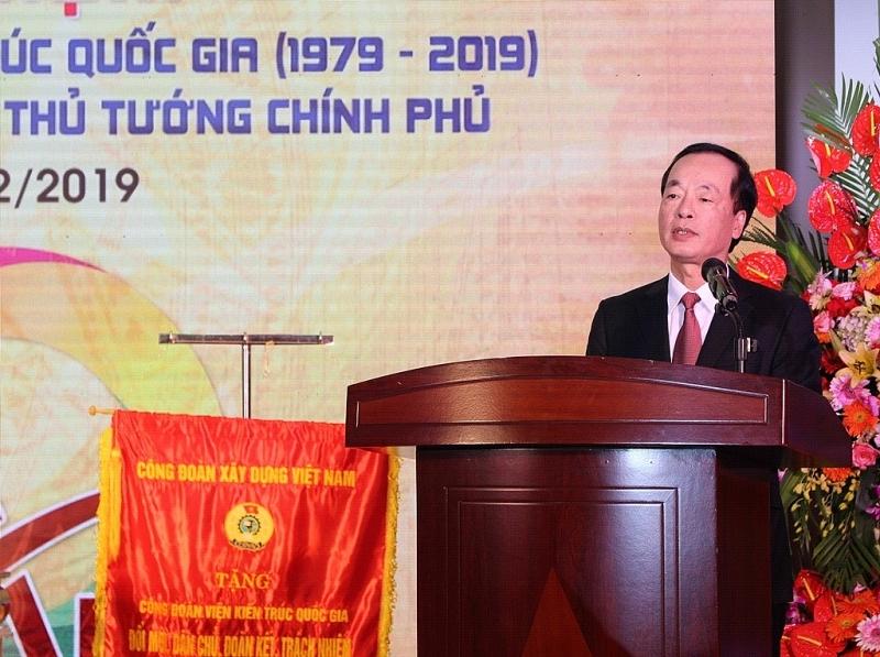 Bộ trưởng Bộ Xây dựng Phạm Hồng Hà biểu dương những thành tích mà Viện Kiến trúc Quốc gia đạt được, góp phần quan trọng vào sự nghiệp phát triển của đất nước, của ngành Xây dựng