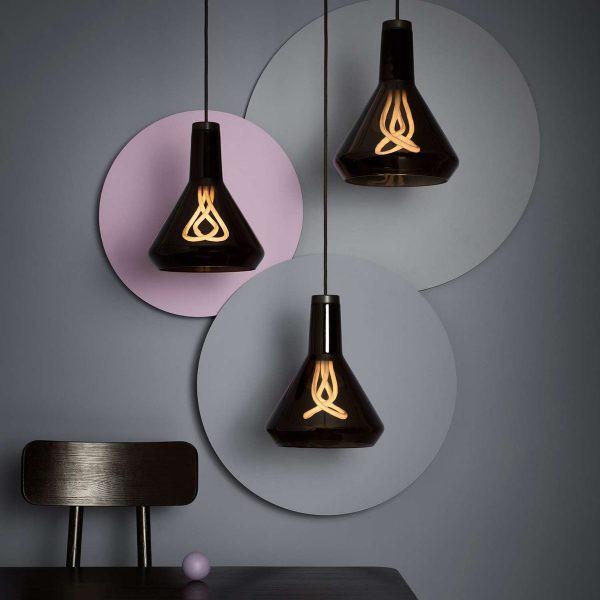 Đèn trong phòng ngủ thường không cần quá sáng, nhất là các loại đèn ngủ, mà yếu tố sáng tạo thường được chú trọng hơn cả
