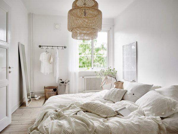 Đèn làm bằng mây tự nhiên phù hợp với phòng ngủ Scandinavian