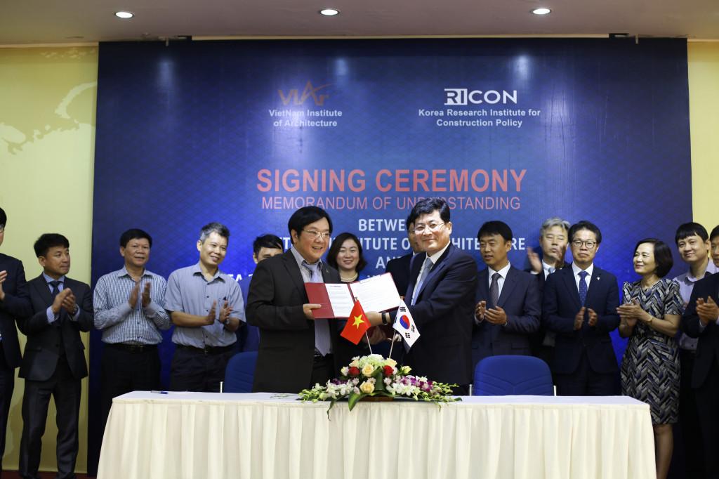 Lễ ký biên bản ghi nhớ hợp tác giữa Viện Kiến trúc Quốc gia Bộ Xây dựng với Viện nghiên cứu Chính sách xây dựng quốc gia Hàn Quốc