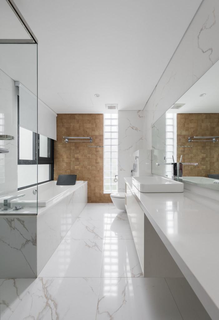 Khu vực phòng tắm và vệ sinh thiết kế nhiều ánh sáng