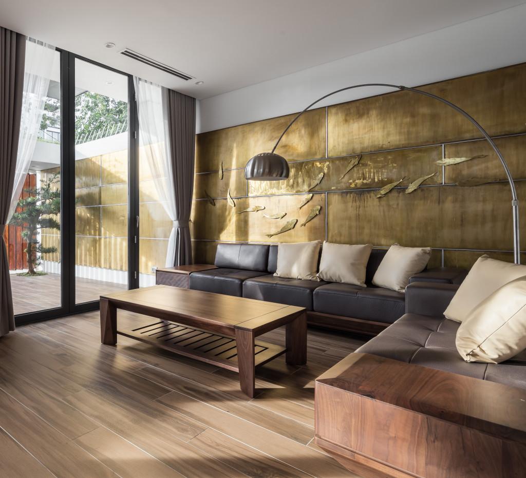 Phòng khách hiện đại hướng ra sân đón ánh sáng tự nhiên