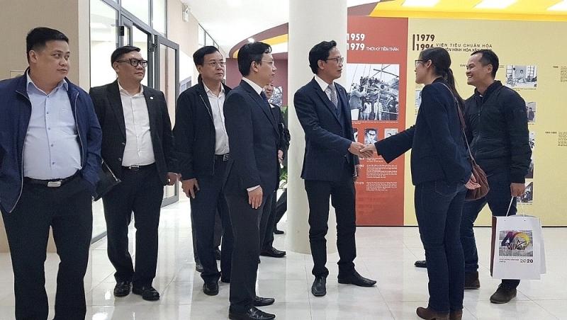 Thứ trưởng Nguyễn Đình Toàn tham quan Viện Kiến trúc Quốc gia