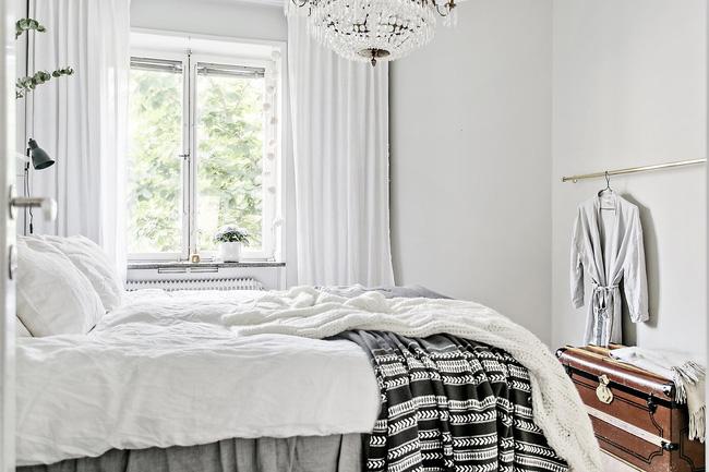Khu vực giường ngủ ấm áp và tinh khôi trong những sớm bình minh