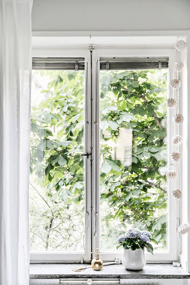 Khung cửa sổ lãng mạn ngay tại giường ngủ bạn sẽ nhìn thấy mỗi khi thức dậy