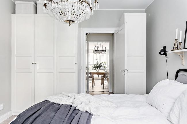 Từ phòng ngủ nhìn ra phía ngoài phòng khách