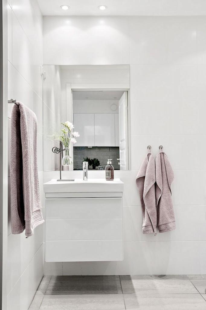 Bồn rửa sạch sẽ, cực sang chảnh trong nhà vệ sinh