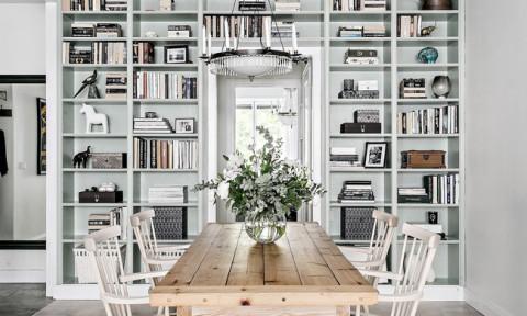 Căn hộ rộng 68m² với sắc màu bạc ấn tượng bao phủ khắp nơi