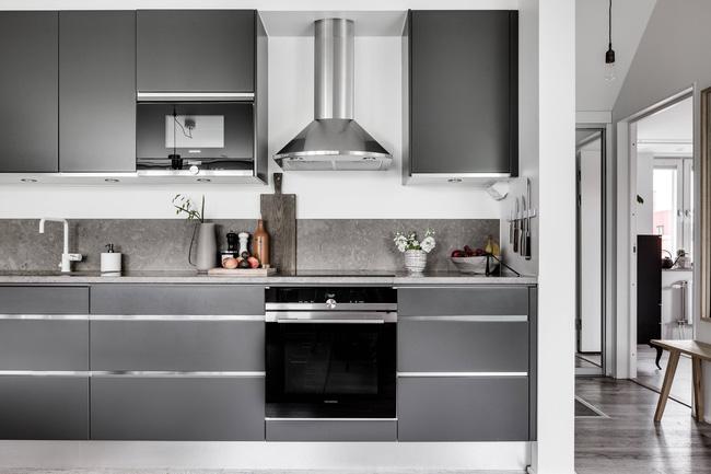 Khu vực tủ lưu trữ ẩn ấn tượng trong nhà bếp