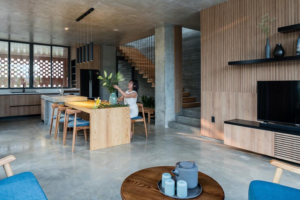 Nhà bếp thông với phòng khách