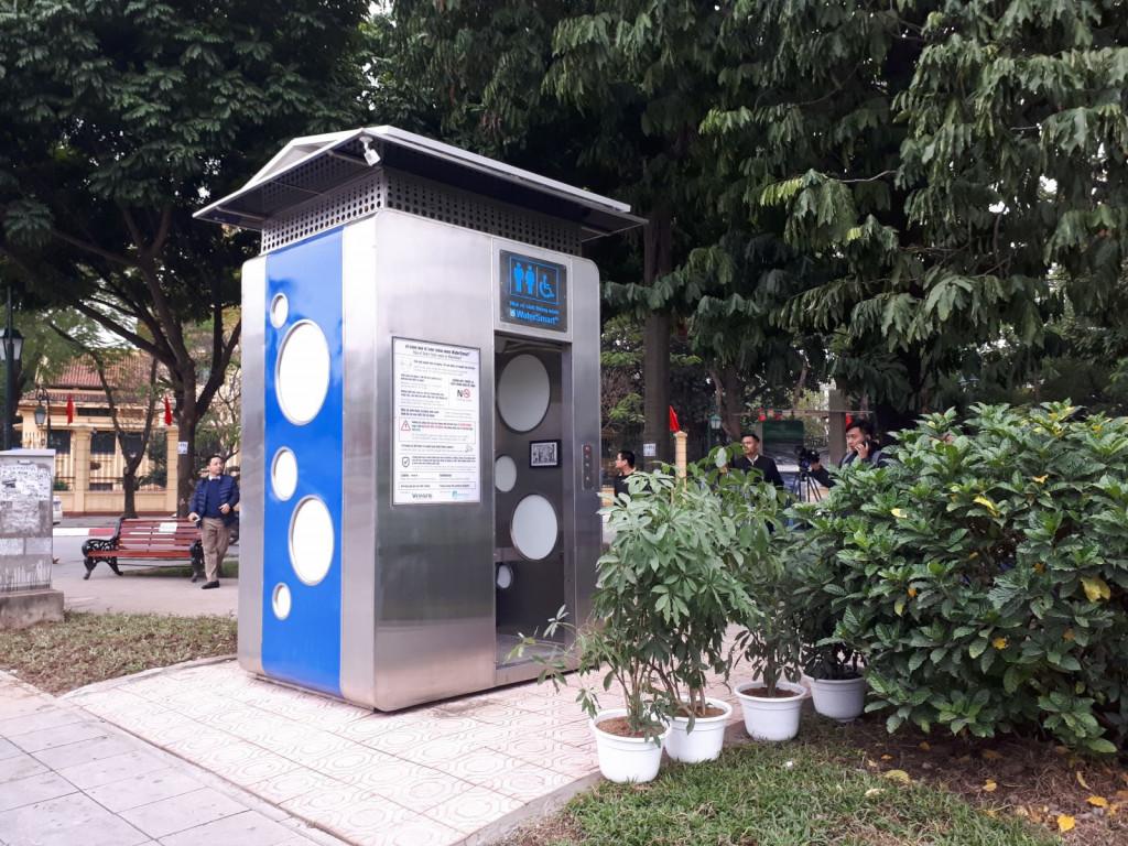 Mẫu nhà vệ sinh công cộng thông minh được lắp đặt tại vườn hoa Bác Cổ