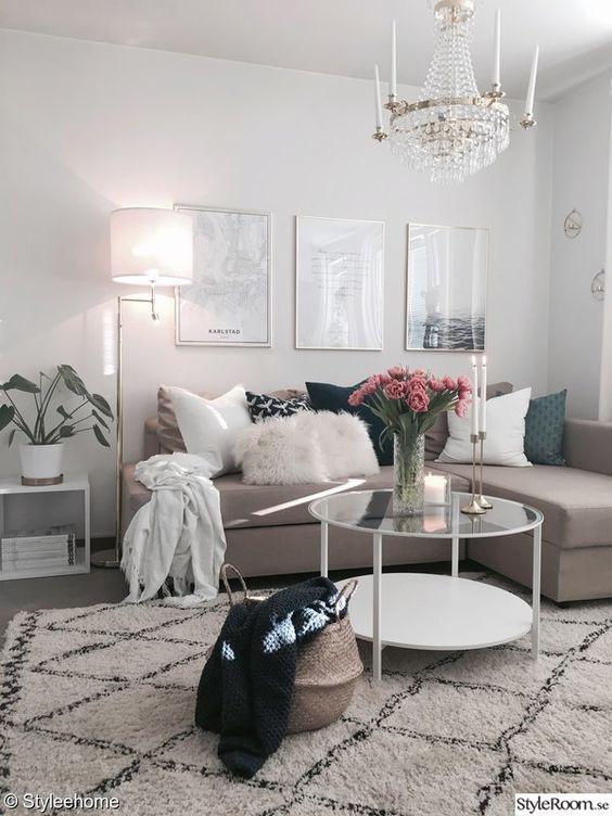 Bạn có thể chọn đồ nội thất cùng là gam màu be nhưng với các sắc thái khác nhau hoặc sử dụng cùng một tông màu. Kết hợp các mẫu nội thất khác nhau cùng với các gam màu sắc tương tự cũng là một cách tuyệt vời để làm sáng căn phòng màu be.