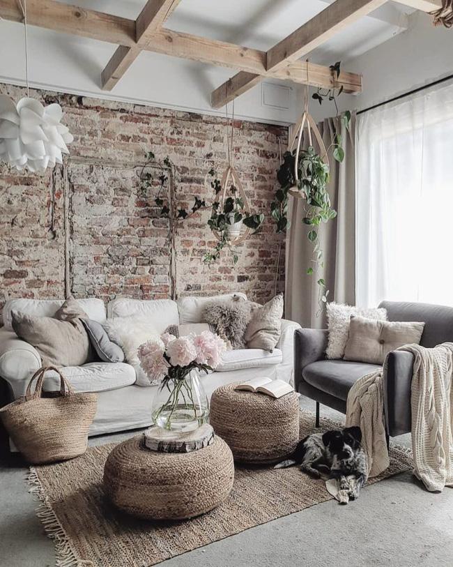 Nếu bạn muốn biết làm thế nào để làm cho một căn phòng màu be trở nên thú vị, hãy thêm một bức tường có điểm nhấn. Bạn có thể sử dụng một gam màu duy nhất hoặc một mẫu tường gạch như hình để làm cho căn phòng của bạn trông tuyệt vời hơn.