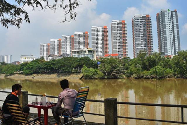 Giá nhà đất TP HCM tăng quá cao khiến nhiều người có nhu cầu đã không thể mua nhà. Ảnh: TẤN THẠNH