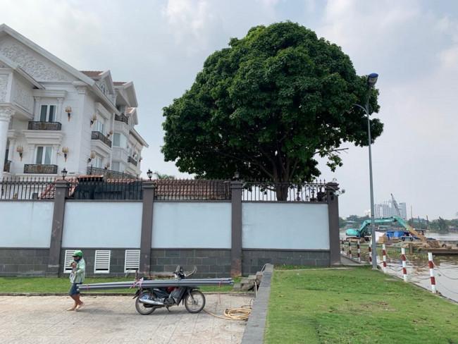Một biệt thự đơn lập trên đường Nguyễn Văn Hưởng, Quận 2 lấn chiếm, xây dựng vi phạm hành lang bảo vệ sông Sài Gòn
