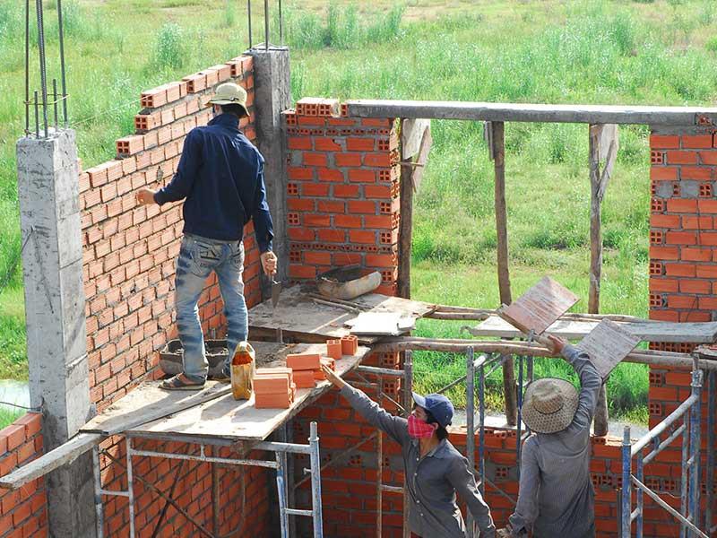 Theo dự thảo, thời gian cấp giấy phép xây dựng có thể chỉ còn 15 ngày. Ảnh: HTD