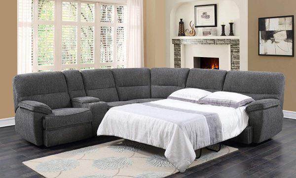 Chiếc giường gấp được giấu dưới chân ghế sofa mang đến sự tiện lợi mỗi khi có khách ghé thăm