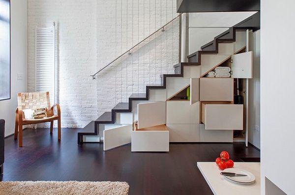 Đồ đạc của bạn sẽ được sắp xếp gọn gàng khi tận dụng  không gian thừa phía dưới cầu thang để chứa đựng