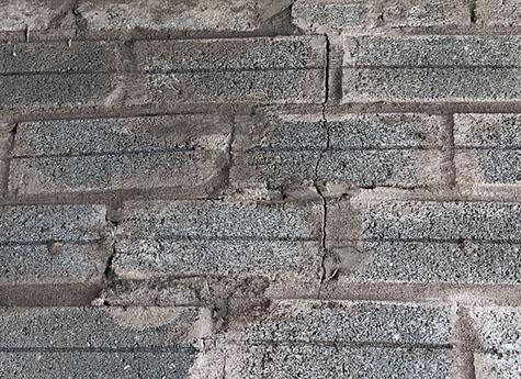 Nứt xuyên tường gãy gạch