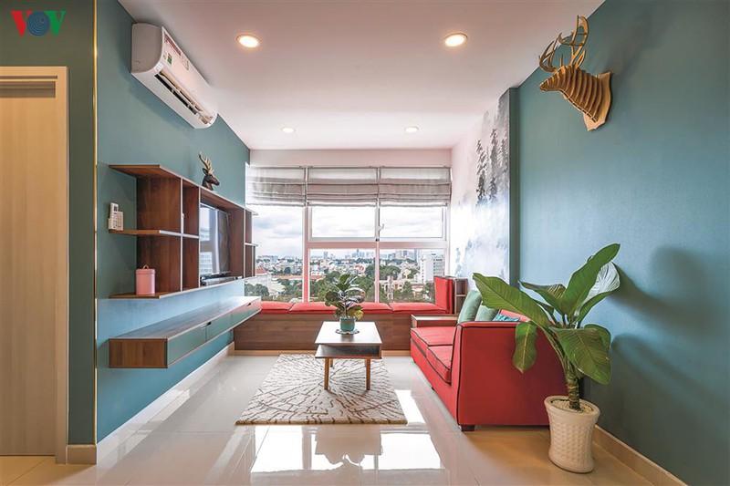 Căn hộ nằm trong tòa chung cư trong đô thị là không gian sống của một gia đình trẻ. Diện tích căn hộ là 70m2 với hai phòng ngủ.