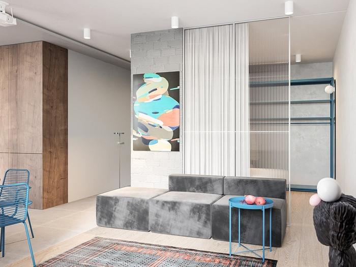 Phòng khách nhỏ nhưng vẫn rất nổi bật với khung ảnh nghệ thuật được treo ở vị trí trang trọng. Ngoài ra, kiến trúc sư đã bố trí một chiếc rèm che ở phòng khách để tạo ra không gian riêng tư cần thiết.
