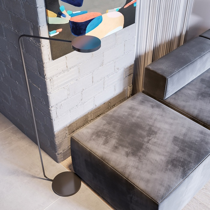 Bố ghế sofa màu xám đen toát lên sức hấp dẫn cảm quan riêng.