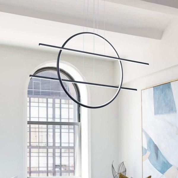 Mẫu đèn treo tuyến tính này cho phép bạn điều chỉnh độ cao và độ sáng của đèn.