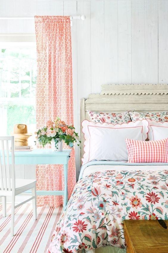 Bình hoa xuân rực rỡ cho phòng ngủ mùa xuân thêm dịu dàng