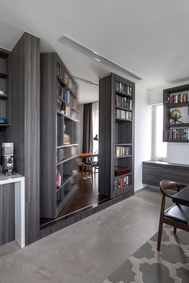 """Tủ sách chính là cửa vào của phòng làm việc """"bí mật""""."""